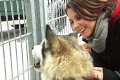 Moderatorin_Alexandra_Rinschler_und-Hund